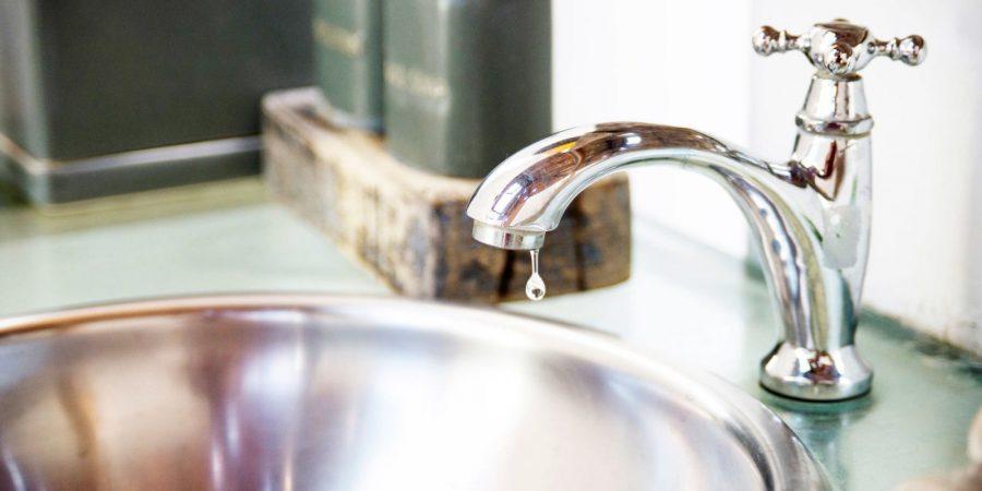 phong thủy gắn vòi nước